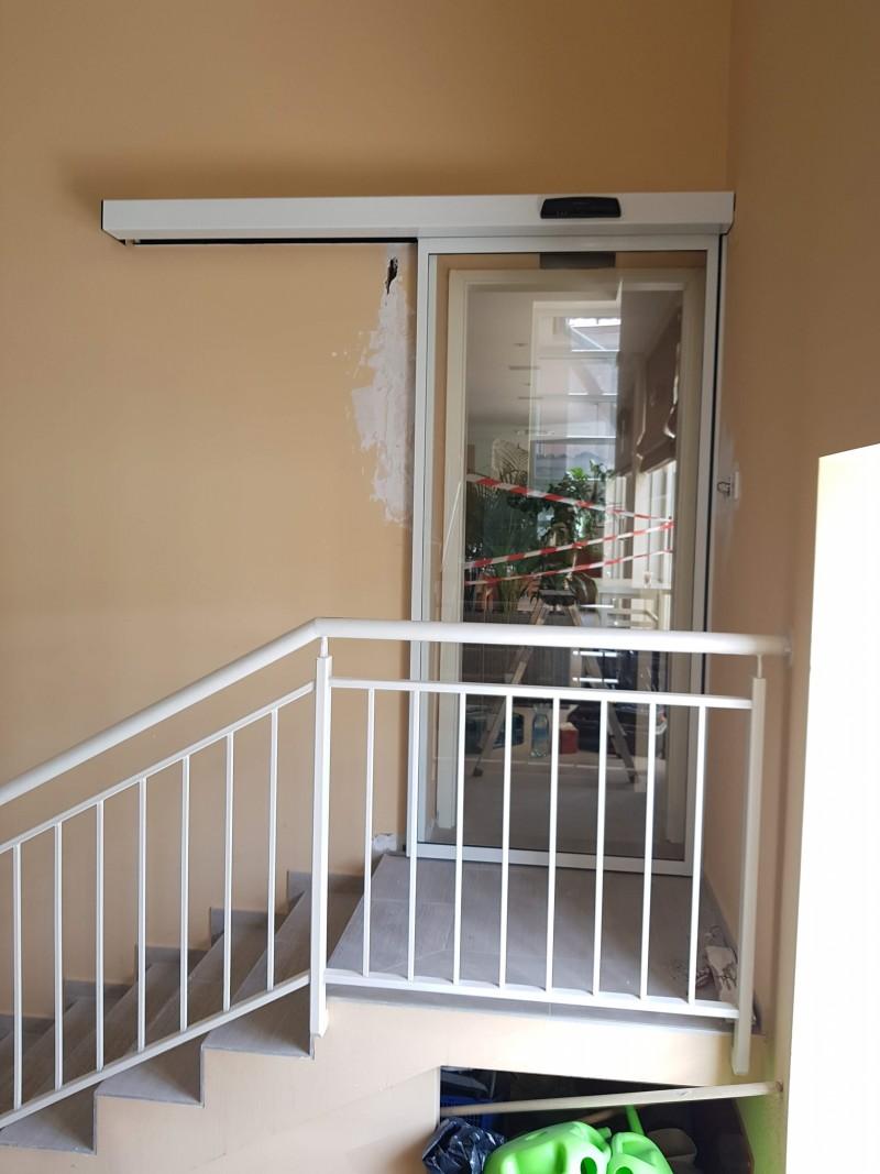 1 mozgós fotocellás ajtó telepítésünk a Kistücsök étterem-szállodához