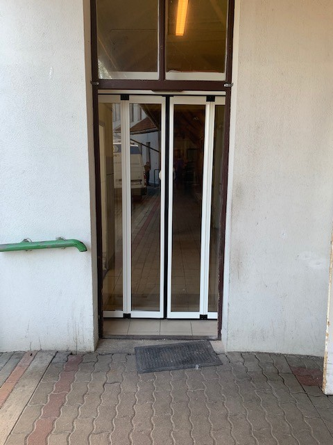 2 db harmónika fotocellás, automata ajtó telepítésünk a vámosmikolai idősek otthonába