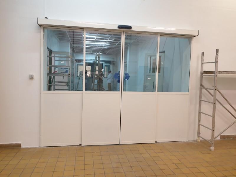 2 fix üveg 2 mozgószárnyas automata, fotocellás ajtó telepítésünk gyógyszergyártó céghez