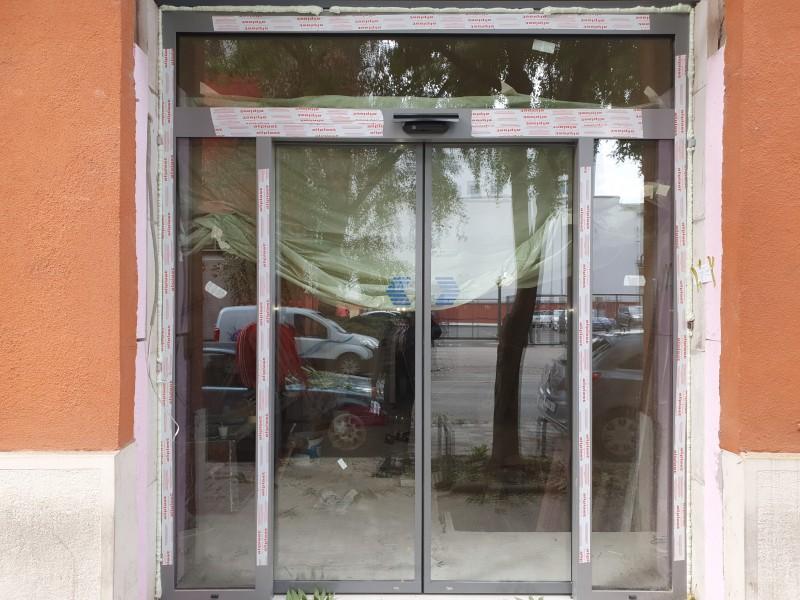 2 mozgószárnyas fotocellás ajtó, automata ajtó gyártásunk és telepítésünk alumínium portálszerkezetre
