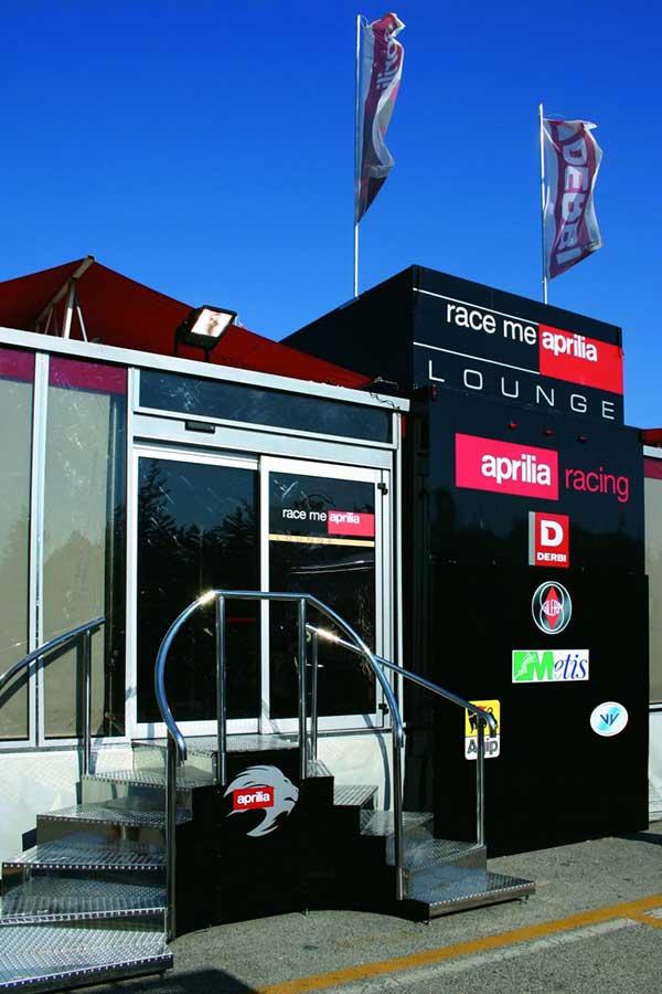 Az Aprilia is a Ditec 1 fix 1 mozgós automata ajtót választotta