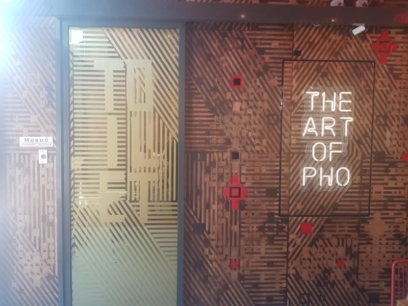 Egyedi automata ajtó telepítésünk belvárosi étterembe