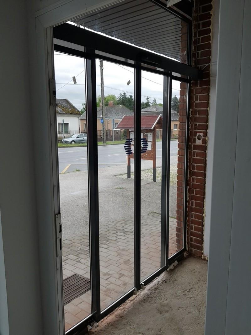 Fotocellás ajtóval rendelkező portálszerkezet telepítésünk hamarosan nyíló spar üzletbe Ászáron