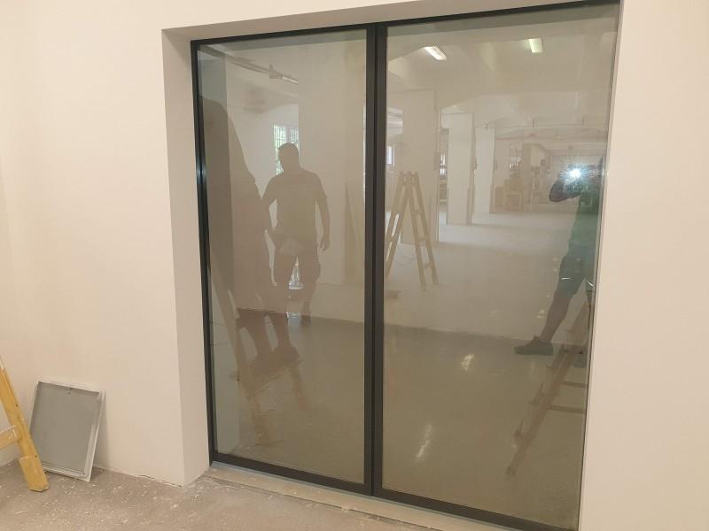 Reflexiós üvegezésű automata, fotocellás ajtó telepítésünk Bp. X. ker.